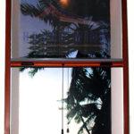 Cửa lưới chống muỗi tự cuốn màu vân gỗ sang trọng
