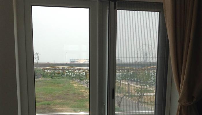 Có nên lắp cửa lưới chống muỗi cho quán ăn